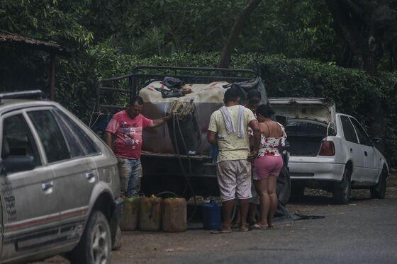 Pocketing 1,000% Markup, Venezuelans Smuggle Out Precious Food