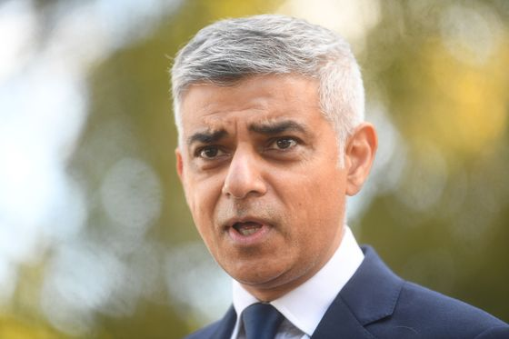 Khan Steps Up London Covid Fight to Avert 'Catastrophic' Tier 3