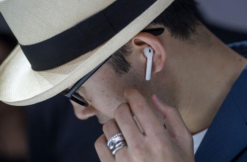apple headphones wireless. Apple Delays AirPods Wireless Headphones Announced With IPhone 7 O