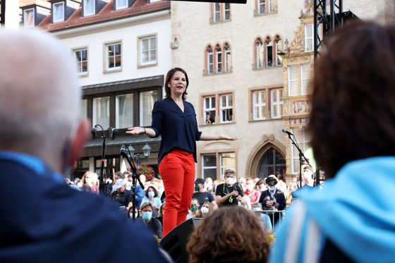 Merkel's Faltering Heir Upends Germany's Election Predictability