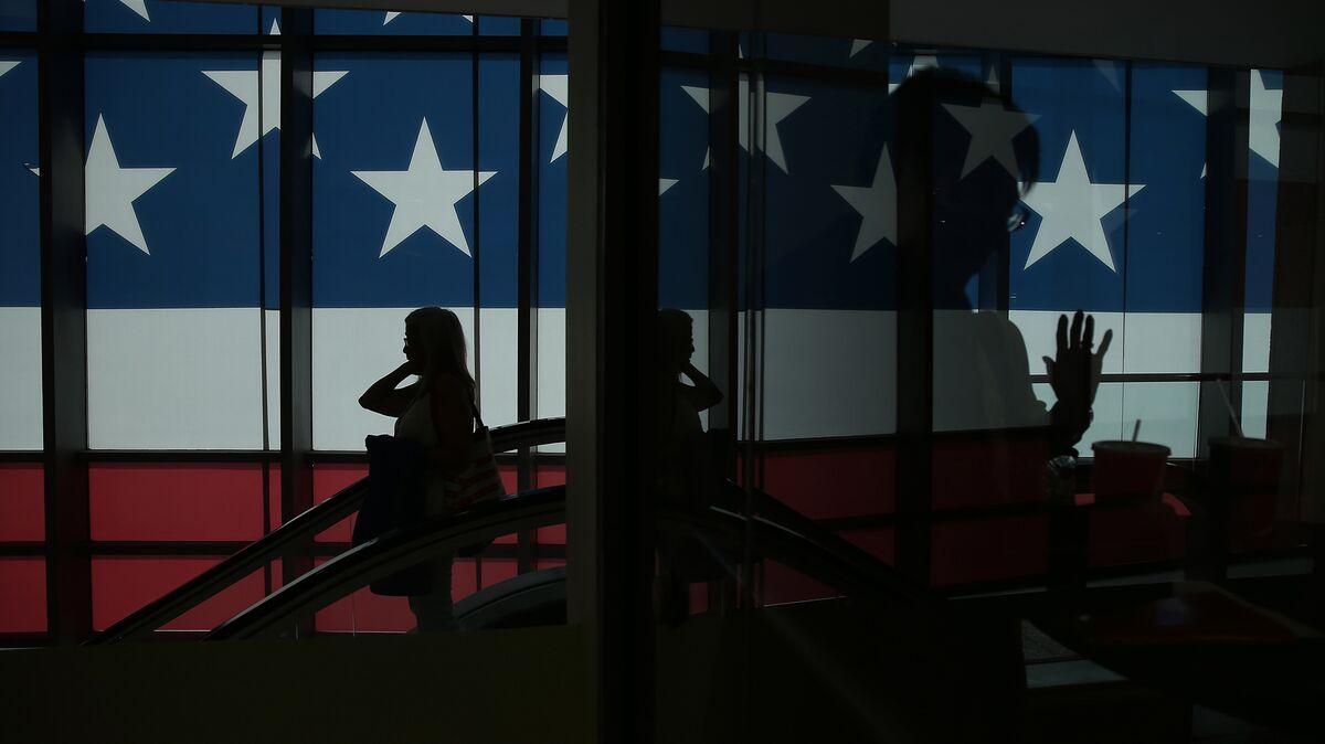 Trump Bans Lobbying by Former Aides, Seeks Islamic State Plan