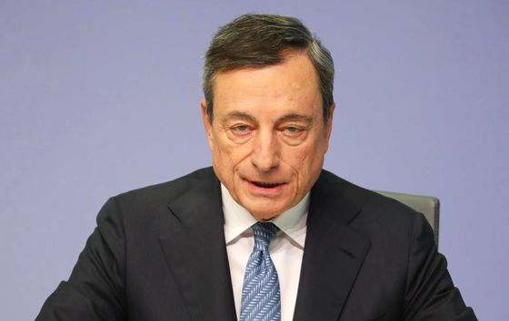 Draghi Defends ECB Independence Amid Italian Populist Attack