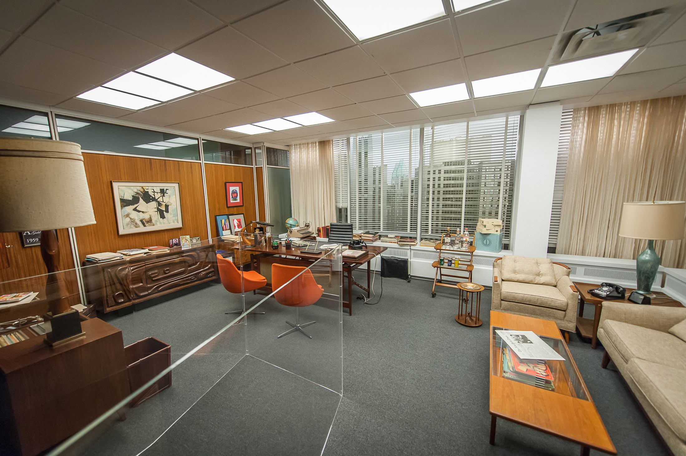 Want don draper s office from mad men here s how to get for Estilos de oficinas modernas