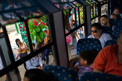 Passengers wait in line for a bus from Caracas to Guatire.