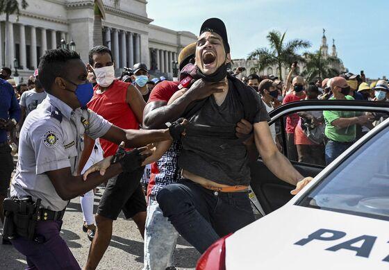 Trudeau Changes Tack and Condemns Violent Repression in Cuba