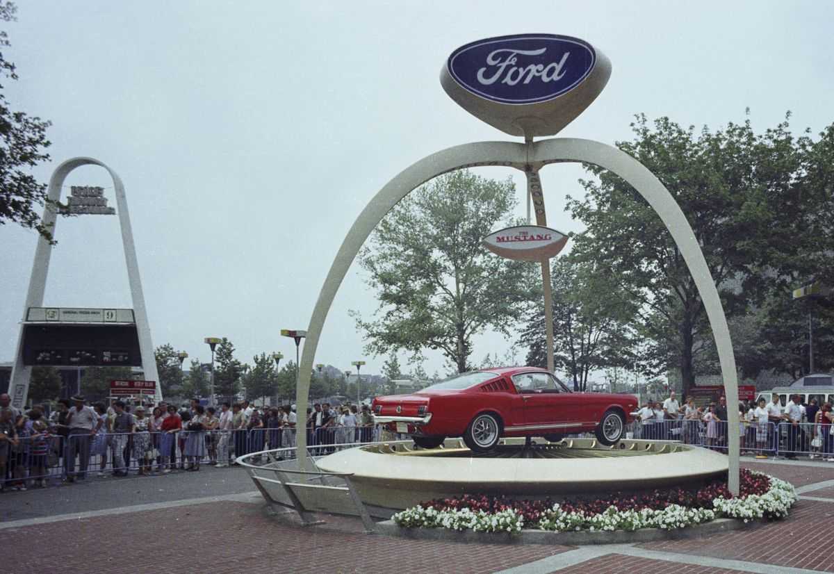 Ford Celebrates 10 Million Mustangs A Muscle Car Photo History 1964 Mustang Mach 1 Fastback Bloomberg