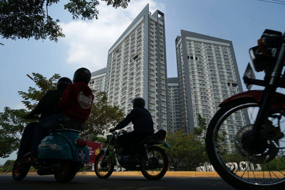 Indonesia's Biggest Fund Turns Bullish on Banks, Property Stocks