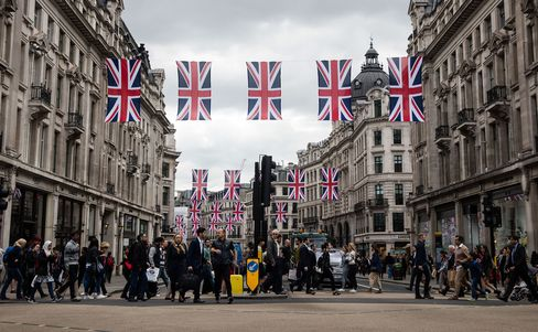 Shoppers On Oxford Street As Retail Sales Rise More Than Forecast