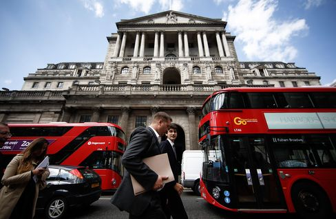 By releasing minutes of its August meeting at the same time as its interest-rate decision this week, the Bank of England gave traders a more up-to-date hint of its mindset than after previous policy gatherings.