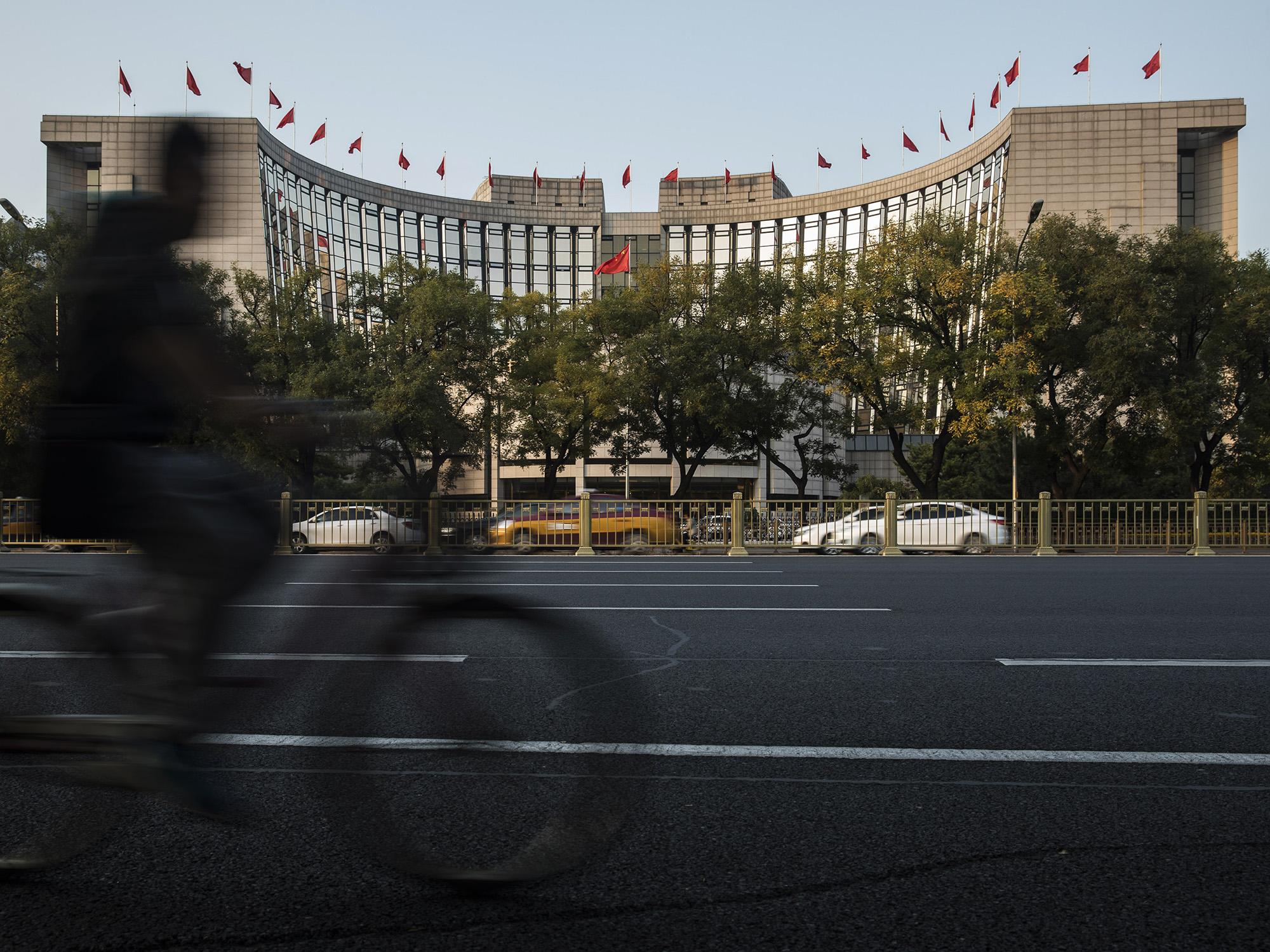 中国金融政策に「膨大な」調整余地-景気減速鮮明で試される展開に - Bloomberg