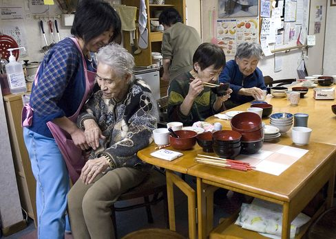 Dying Alone Becomes New Normal as Japan Spurns Confucius