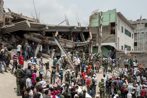 Bangladesh Arrests Executives as 324 Killed in Building Collapse