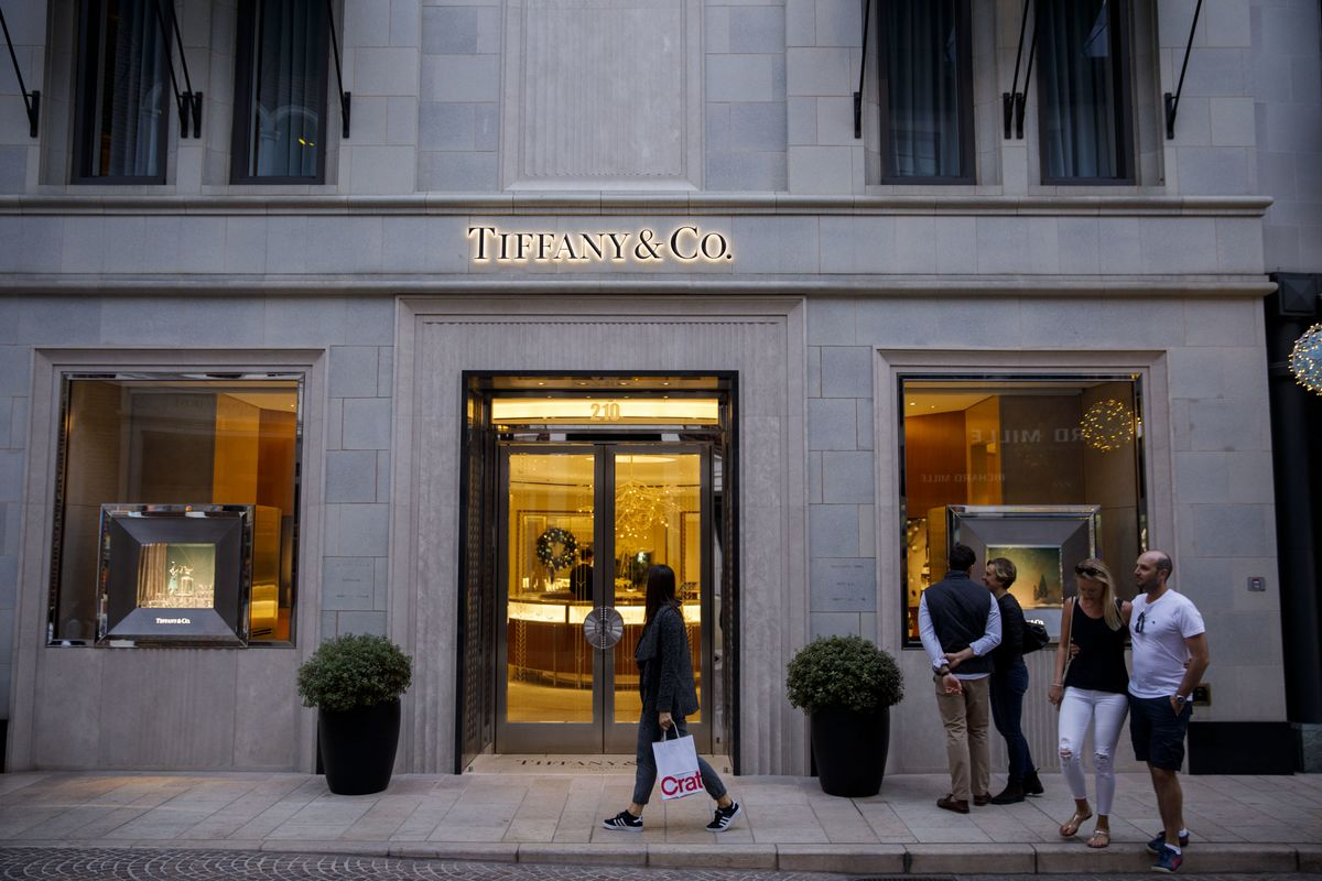 04705b4475 Tiffany Flagship Overhaul Will Curb Office Space for More Retail - Bloomberg