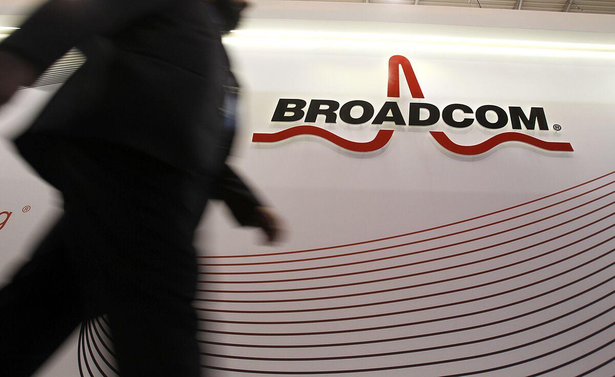 Broadcom Nears Deal to Buy Symantec Enterprise Unit