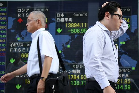 Japan Shares Rise on Yen, Report Abe Weighing Corporate-Tax Cut