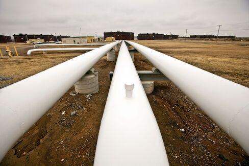 Oil Pipelines Run Near Storage Tanks in Cushing, Oklahoma