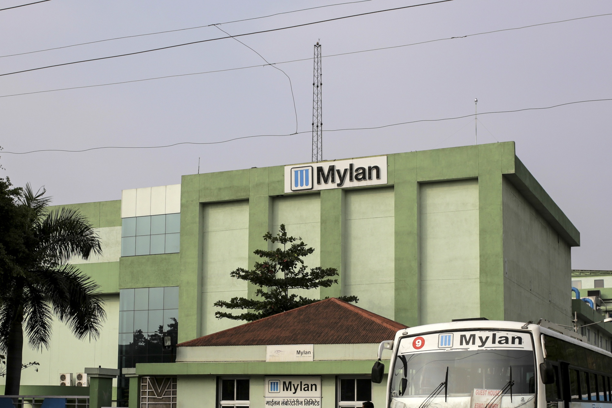 Mylan Drops Most in Three Years Despite Vow of Shift - Bloomberg