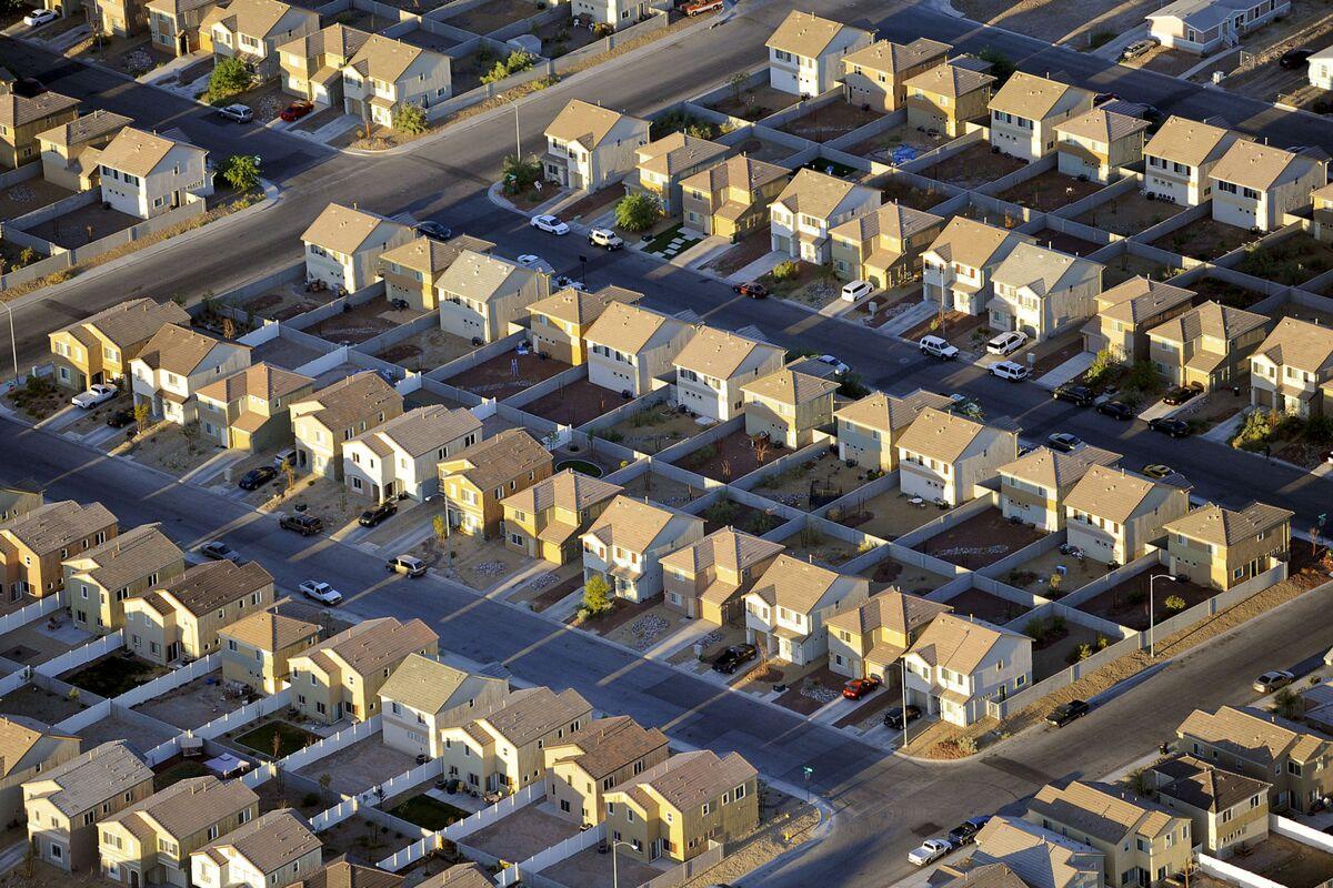 Falling Mortgage Applications Cloud U.S. Housing Outlook