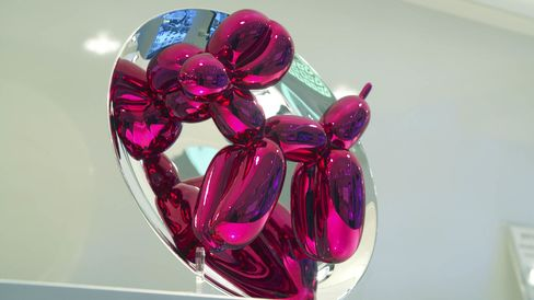 The latest magenta version of the Koons x Bernardaud collaboration.