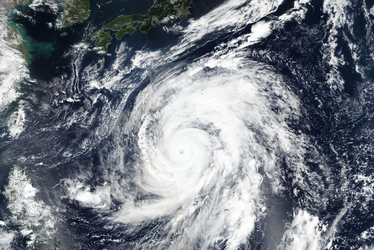 Violent Typhoon Heads for Japan, Canceling Over 1,000 Flights