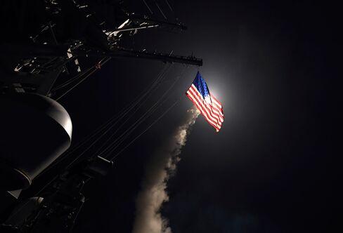 米艦船からのトマホーク発射(7日)