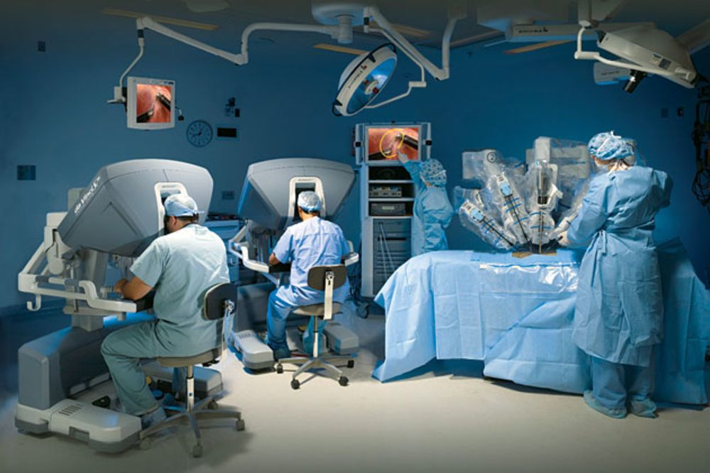 Intuitive Surgical's Robot Surgeons Encounter Human Lawyers - Bloomberg