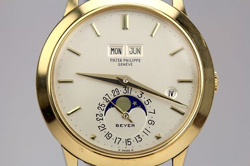 The Beyer signature at 6 o'clock makes the watch even more collectable.