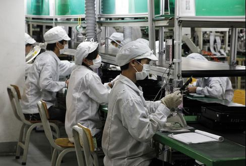 Foxconn to Hire 400,000 China Workers Within a Year