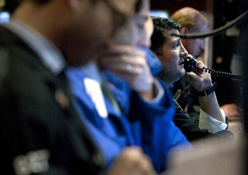 Hedge Funds Trail Vanguard as Elliott Returns Atypical