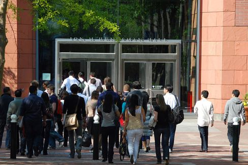 For MBA Applicants, the Campus Visit Is a Must