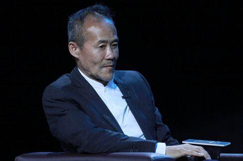 Vanke Chairman Wang Shi Endorses 8848 Titanium Alloy Smartphone In Beijing