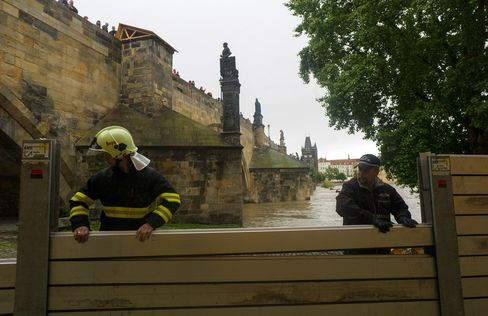 Czech Rainfall Leaves Two Dead, Raises Flood Alert in Prague