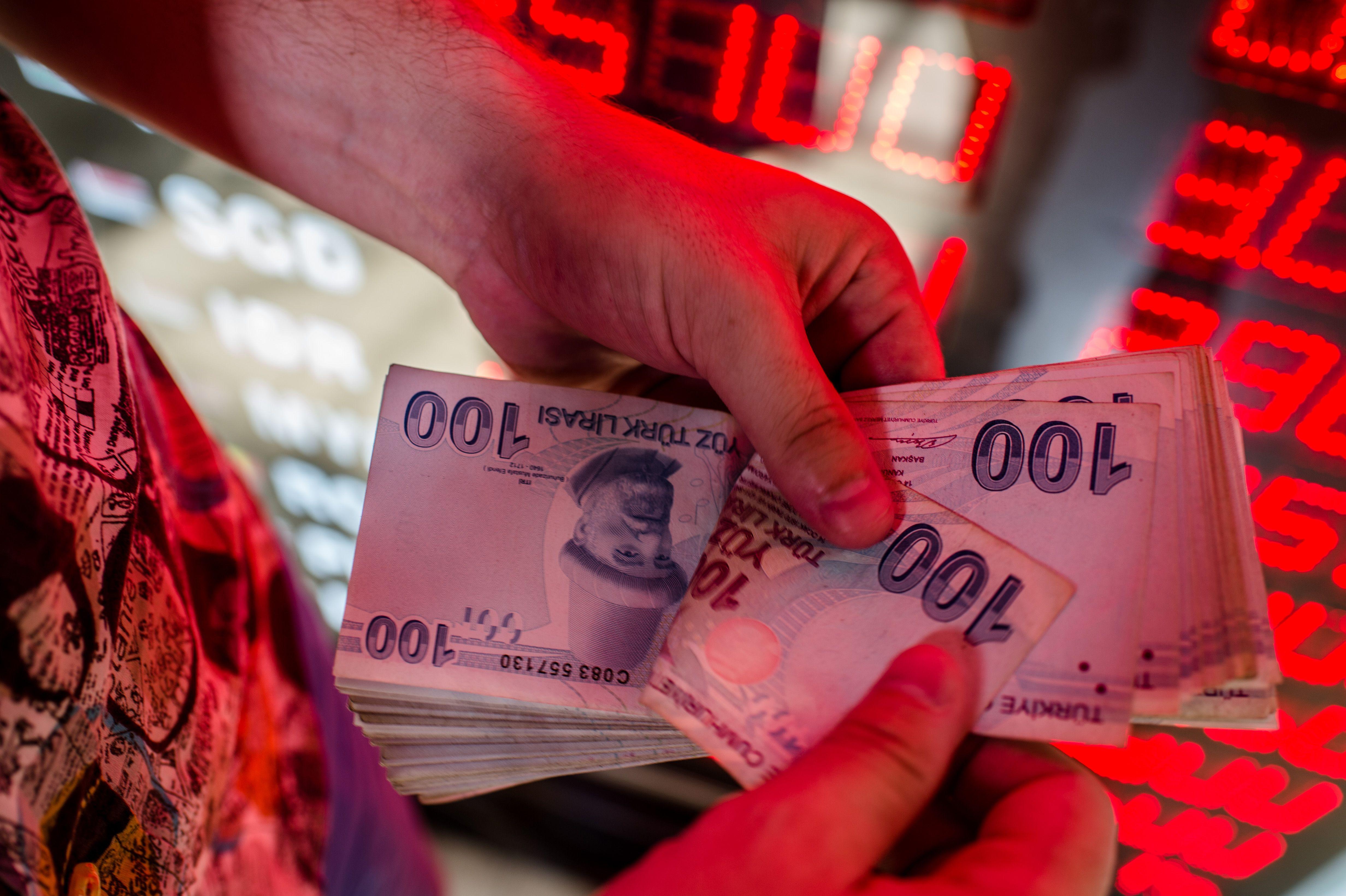 Turkey Probes JPMorgan After Lira's Worst Slide Since 2018