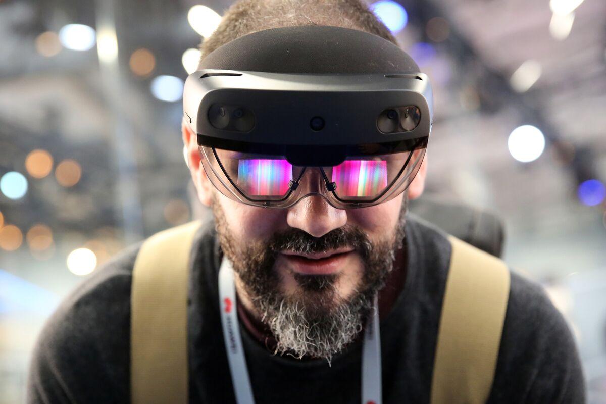 Microsoft $22 Billion U.S. Army Deal for HoloLens Advances
