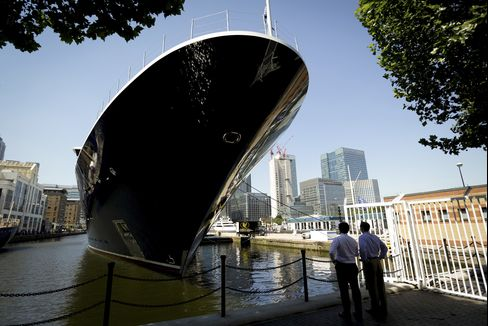 Superyachts Anchor in Thames