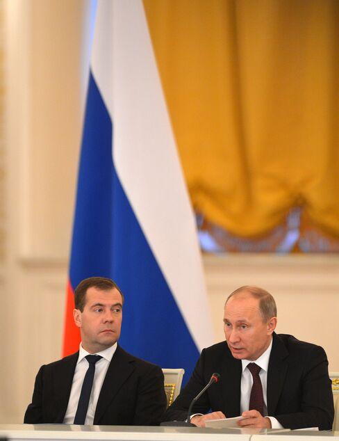 Putin Says He Intends to Back Russian Ban of U.S. Adoptions
