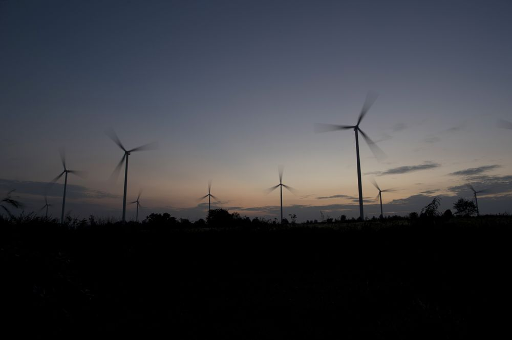 Saudis Get Four Bids for 400-Megawatt Wind-Power Project - Bloomberg