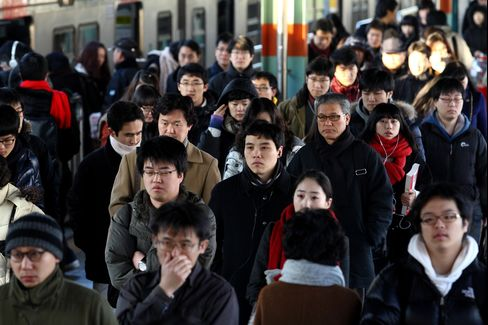 Shunning Moms Cuts South Korea's Growth as Workforce Ages