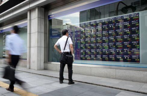 Asian Stocks Advance as U.S. Jobless Claims Fall, Yen Weakens