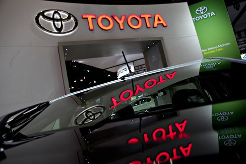 Let Good Times Roll Becomes Refrain for Jobs at Automakers