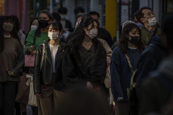 Japan Cases Hit Record as Tokyo Plans to Raise Virus Alert
