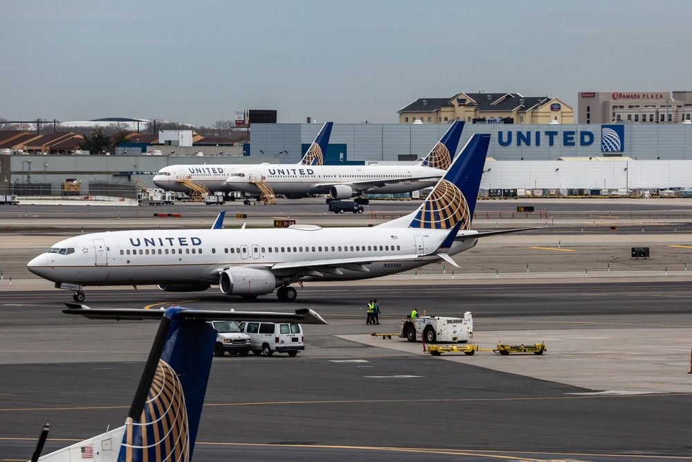 United Airlines Jumps as Earnings Blow Past Analysts' Estimates