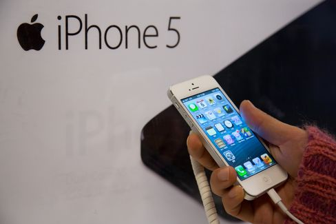 IPhone 5 Sets China Record With 2 Million Sales in Three Days