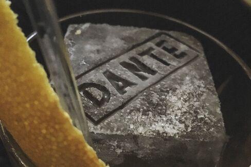 ダンテの店名入り氷で楽しむカクテル