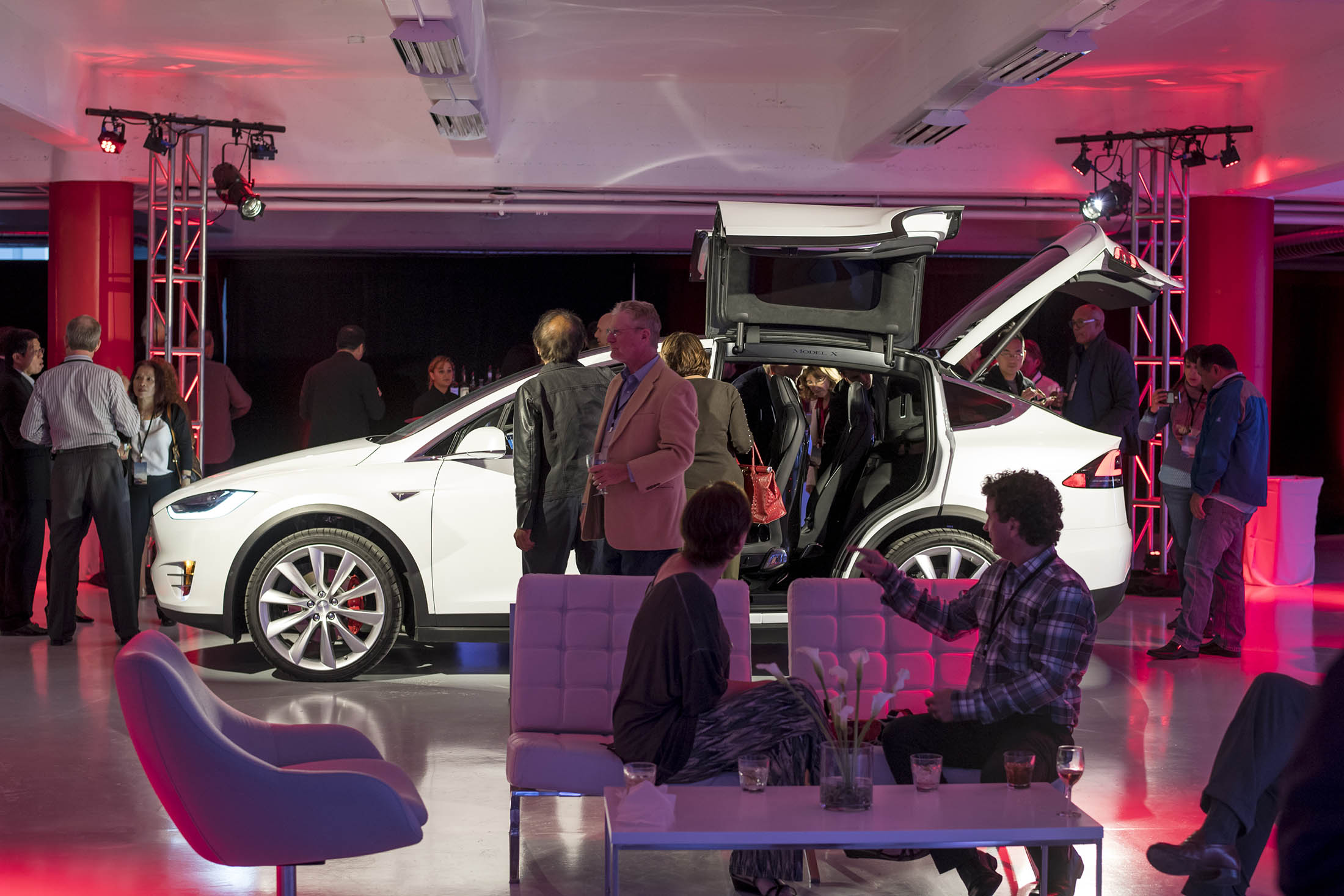 Tesla opens flagship san francisco store in advance of for Tesla motors careers login