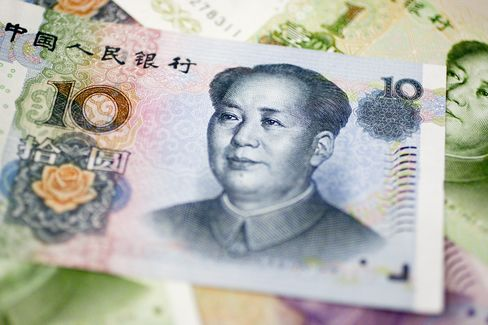 Yuan Gains Most in Two Weeks, Tests Trading Band