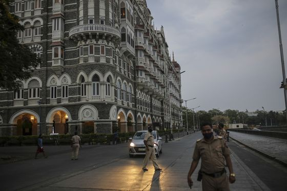 Deserted Streets, Fleeing Workers Threaten Indian Oil Demand