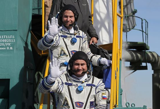 Space Crew Survive Plunge to Earth After Soyuz Launch Aborts
