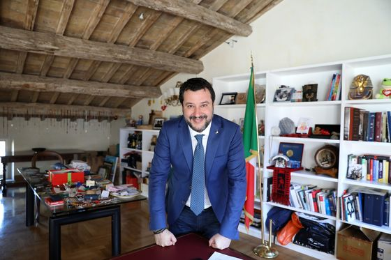 Italy's Salvini Hints at Time Limit for Draghi as Premier