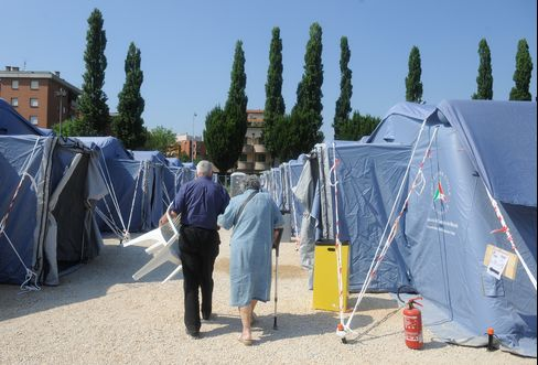 Italy Quake Leaves Thousands Braving Aftershocks in Tent Cities